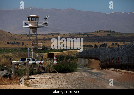 A watch tower of the United Nations Disengagement Observer Force UNDOF at the Quneitra border Crossing in the Golan - Stock Photo