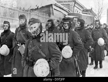 Propaganda text of National Socialist report on the back of the picture:  '30 degrees below zero. After a long march, - Stock Photo