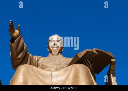 Statue of king Sejong in Gwanghwamun Plaza, Gwanghwamun, Seoul, South Korea, Asia - Stock Photo
