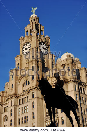 The Grade II listed statue of king Edward VII in front of the Royal Liver Building at the Pier Head, Liverpool - Stock Photo