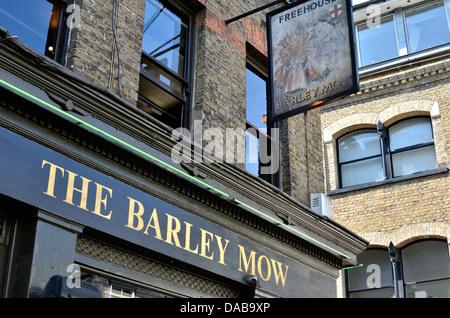 The Barley Mow pub in Shoreditch, London, UK. - Stock Photo