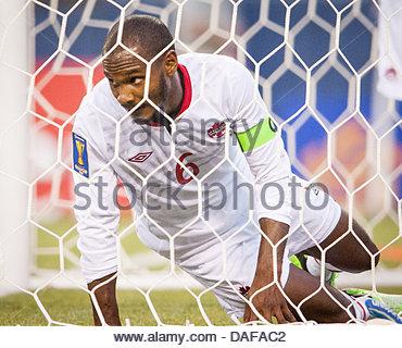 Seattle, Washington, USA. 11th July, 2013. Canada's JULIAN DE GUZMAN (6) looks through the goal mesh as he unsuccessfully - Stock Photo