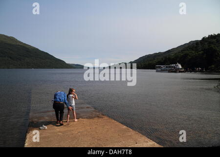 Tarbet, Loch Lomond, Scotland, UK. 13th July 2013. Children and Dogs cool off in Loch Lomond. Paul Stewart /  Alamy - Stock Photo