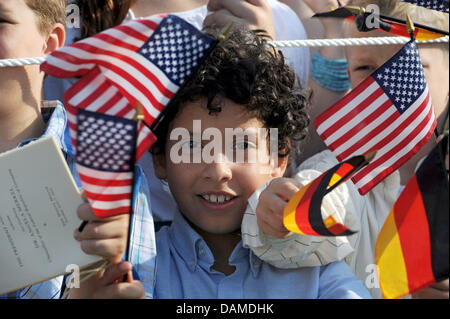 Children wave German and US flags before US President Barack Obama receives German Chancellor Angela Merkel at the - Stock Photo