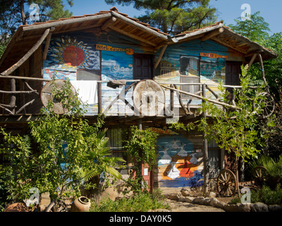 Asien, Türkei, Provinz Antalya, Olympos, Kadirs Top Tree Houses, wohnen in Baumhäusern - Stock Photo
