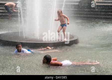 New York, NY 20 July  2013 - Summer heatwave, where temperatures have exceeded 90º farenheit, ( 33º Centigrade ) - Stock Photo