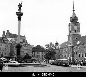 geography / travel, Poland, Warsaw, squares, Castle Square (Plac Zamkowy) with the Royal Castle and the Zygmunt's - Stock Photo