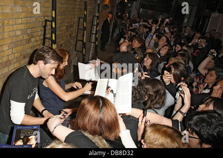 David Tennant and Catherine Tate signing for fans outside the Wyndham theatre after staring in 'Much Ado About Nothing' - Stock Photo