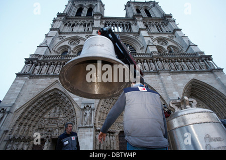Arrival of the new bell chime on the 850th anniversary, Notre-Dame de Paris, Paris, France, Europe - Stock Photo