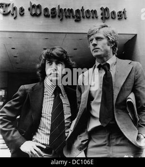 PICTURED: Feb. 2, 1976 - Washington D.C. U.S. - Actors DUSTIN HOFFMAN and ROBERT REDFORD outside the Washington - Stock Photo