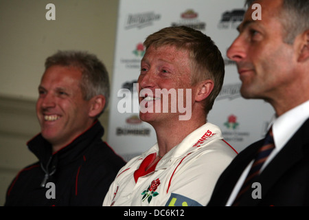 Lancashire County Cricket Club photocall April 6th 2009. Press conference. L-R Peter Moores, Glen Chapple and Mike - Stock Photo