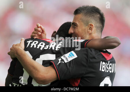 Mainz, Germany. 11th Aug, 2013. Stuttgart's Vedad Ibisevic (R) celebrates his 1-1 goal with teammate Ibrahima Traore - Stock Photo