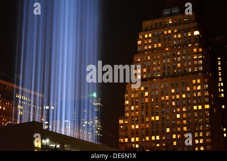 NY, NY, USA. 11th Sept, 2013. Tribute in Light shines on the anniversary of 9/11 near Ground Zero in Lower Manhattan. - Stock Photo