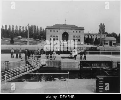 Lake Washington Ship Canal, U.S. Government Locks, Seattle, Washington. 298862 - Stock Photo
