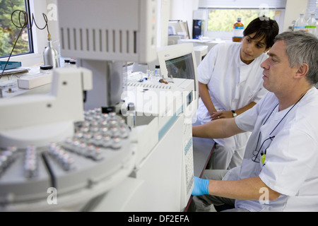 Physics and chemistry laboratory. Gas chromatographer for detecting polluting agents in food. AZTI-Tecnalia. Technological - Stock Photo