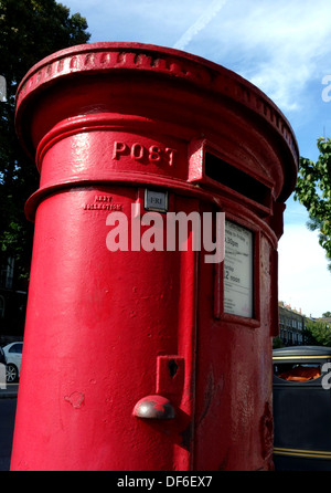 Royal Mail pillar box in London street - Stock Photo