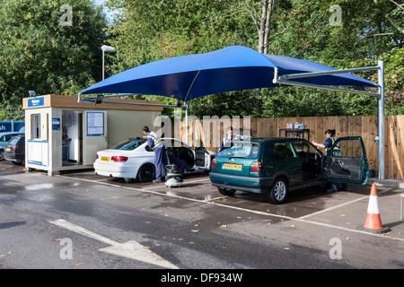 Hand car wash service in Tesco supermarket car park, Reading, Berkshire, England, GB, UK. - Stock Photo