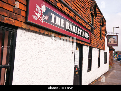 The Barley Mow Pub Alton Hampshire UK - Stock Photo