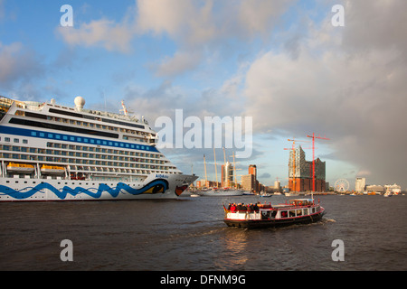 Cruise ship AIDAblu entering port in front of Hafen City and Elbphilharmonie, Hamburg, Germany, Europe - Stock Photo