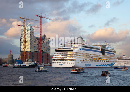 Cruise ship AIDAsol entering port in front of the Elbphilharmonie, Hamburg, Germany, Europe - Stock Photo