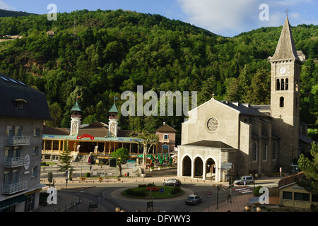 France, Ariege, Pyrenees - Ax-les-Thermes spa town and ski resort. View with casino. - Stock Photo