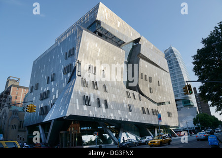 The Cooper Union for the Advancement of Science and Art, 41 Cooper Square , LEED platinum rating for environmental - Stock Photo