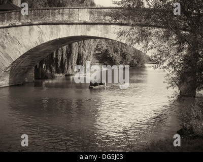 Rowing on the River Thames near St. John's lock, Lechlade, England - Stock Photo