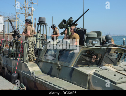 NAVAL SUPPORT ACTIVITY BAHRAIN (Oct. 16, 2013) Riverines, assigned to the Riverine Command Boats (RCB) of Commander, - Stock Photo