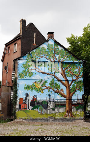 Old house about to be demolished, wall painted with a tree in an industrial landscape, Bruckhausen district, Duisburg - Stock Photo