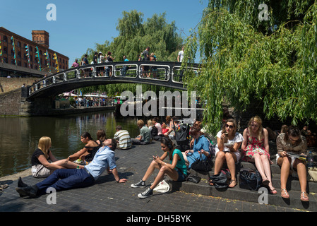 Young people relaxing beside the Regent's Canal in Camden Town, London, England, UK - Stock Photo
