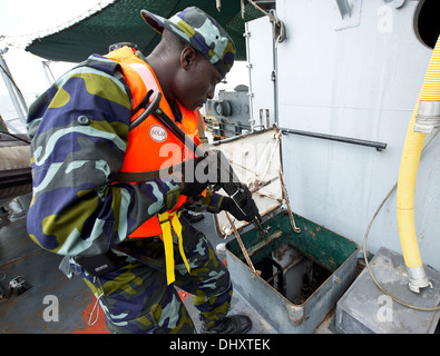 DJIBOUTI, Djibouti (Nov. 14, 2013) - A Uganda People's Defence Force member searches a target vessel during Exercise - Stock Photo