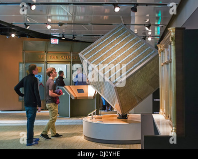 The Million Dollar Cube at the Federal Reserve Bank of Chicago's Money Museum - Stock Photo
