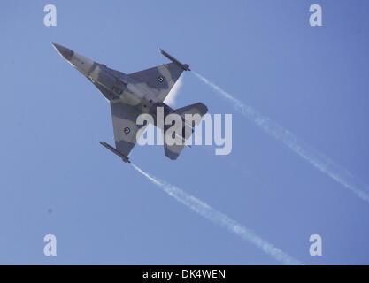 Abu Dhabi. 2nd Dec, 2013. An F-16 figter of the air forces of United Arab of Emirates (UAE) performs during the - Stock Photo