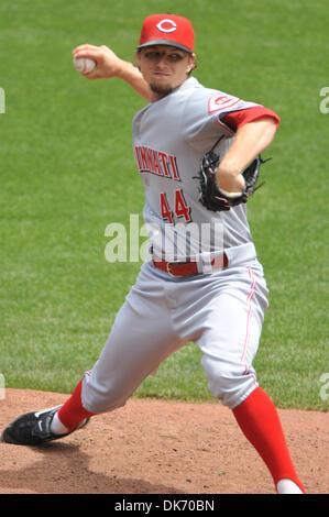 June 11, 2011 - San Francisco, California, U.S. - Cincinnati Reds starting pitcher MIKE LEAKE (44) delivers during - Stock Photo