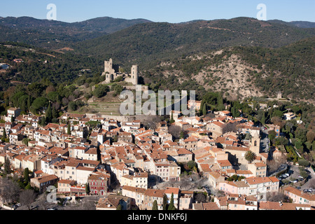 GRIMAUD CASTLE OVERLOOKING THE MEDIEVAL CITY (aerial view). Var, French Riviera, France. - Stock Photo