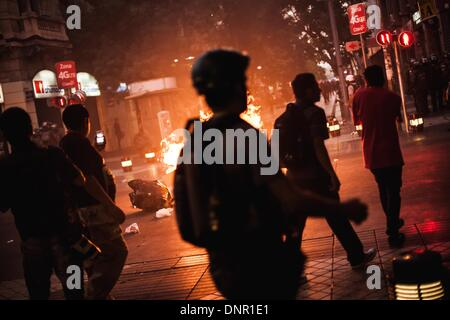 Santiago Del Chile, Chile. 3rd Jan, 2014. Clashes between police and demonstrators, in Santiago del Chile, on January - Stock Photo