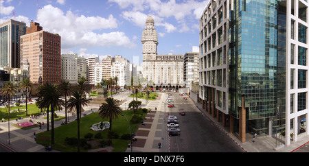 The Salvo Palace and the Executive Tower (government) at the Independence Square, Montevideo, Uruguay. - Stock Photo