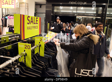 Hundreds of people on Princes Street in Edinburgh to find a bargain at the Boxing Day Sales - Stock Photo