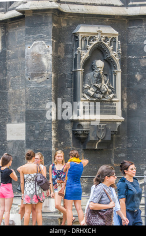 people in front of the stephansdom, st. stephen's cathedral, vienna, austria - Stock Photo