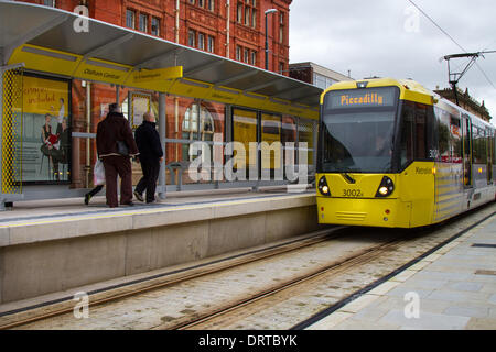 Oldham, Manchester, UK 1st February, 2014. Piccadilly Tram at Oldham Central station .  The Metrolink expansion - Stock Photo