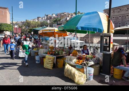Street market near the Alhóndiga de Granaditas on Calle 5 de Mayo - Zona Centro, Guanajuato, Guanajuato, Mexico - Stock Photo
