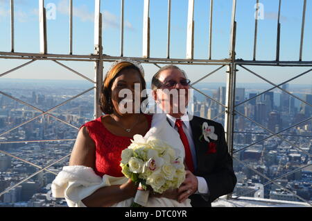 New York, USA. 14th Feb, 2014. Shelby and Bill Costa stand ontop of the Empire State Building to renew their wedding - Stock Photo