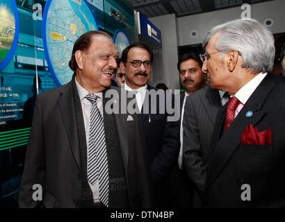 Shanghai. 21st Feb, 2014. Pakistani President Mamnoon Hussain (L) visits Shanghai Urban Planning Exhibition Center - Stock Photo