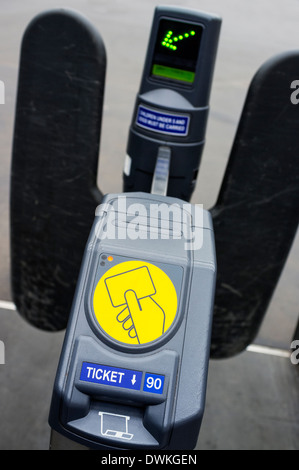 Ticket barrier with electronic controls, installed at the platforms in Glasgow Central railway station, Scotland - Stock Photo