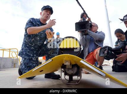 Perth, Australia . 30th Mar, 2014. U.S. Navy director of ocean engineering captain Mark Matthews introduces equipments - Stock Photo