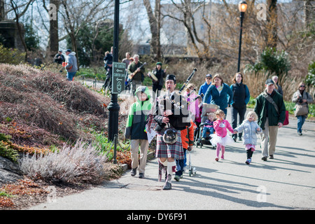 Park visitors participate in a procession in the 3-acre Heather Garden in Fort Tryon Park in New York - Stock Photo