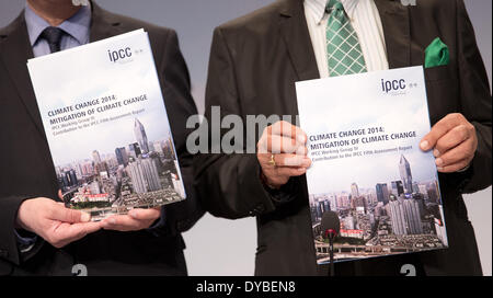 Berlin, Germany. 13th Apr, 2014. Two members of the Working Group 3 of the Intergovernmental Panel on Climate Change - Stock Photo