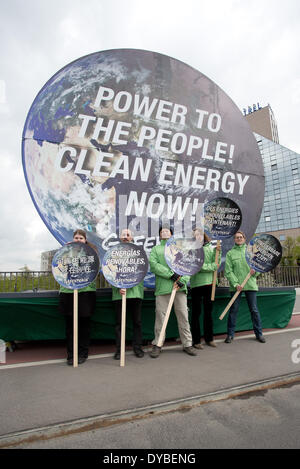 Berlin, Germany. 13th Apr, 2014. Greenpeace activists demonstrate while the new world climate report is presented - Stock Photo