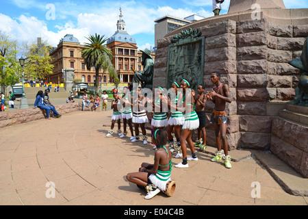 Children's Zulu dance troupe in Church Square (Kerkplein), Pretoria, Gauteng Province, Republic of South Africa - Stock Photo