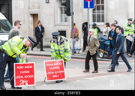 London, UK. 6th May 2014, Metropolitan Police Officers prepare for the demonstration by London Black Cab drivers - Stock Photo